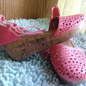 American Eagle Girls wedges pink size 3